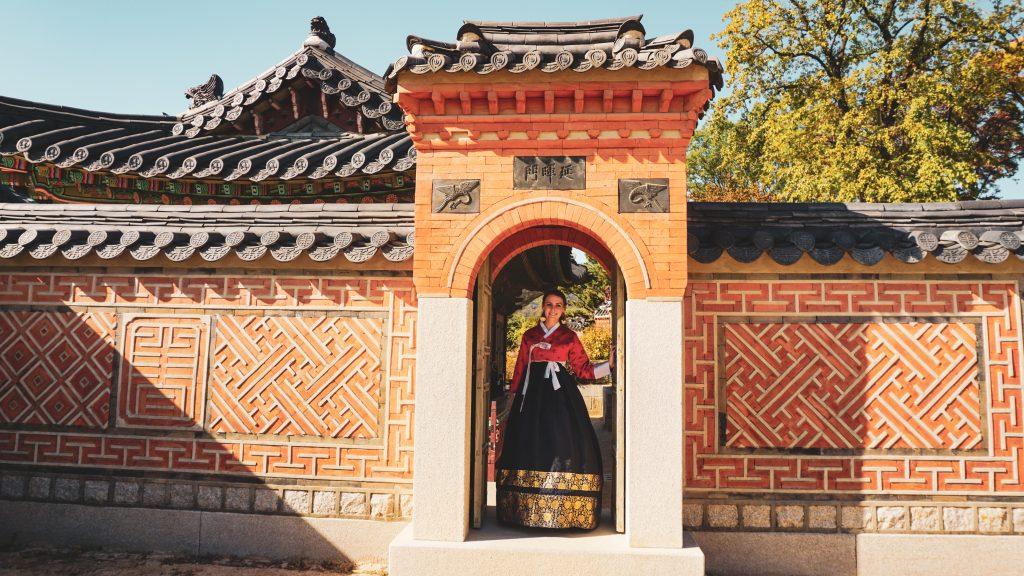 Renting a Hanbok in Seoul at Gyeongbokgung Palace